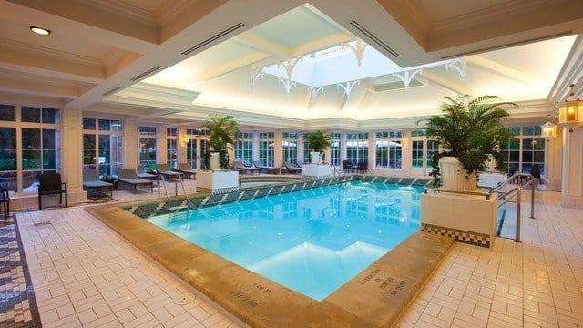 Zwembad Disneyland Hotel