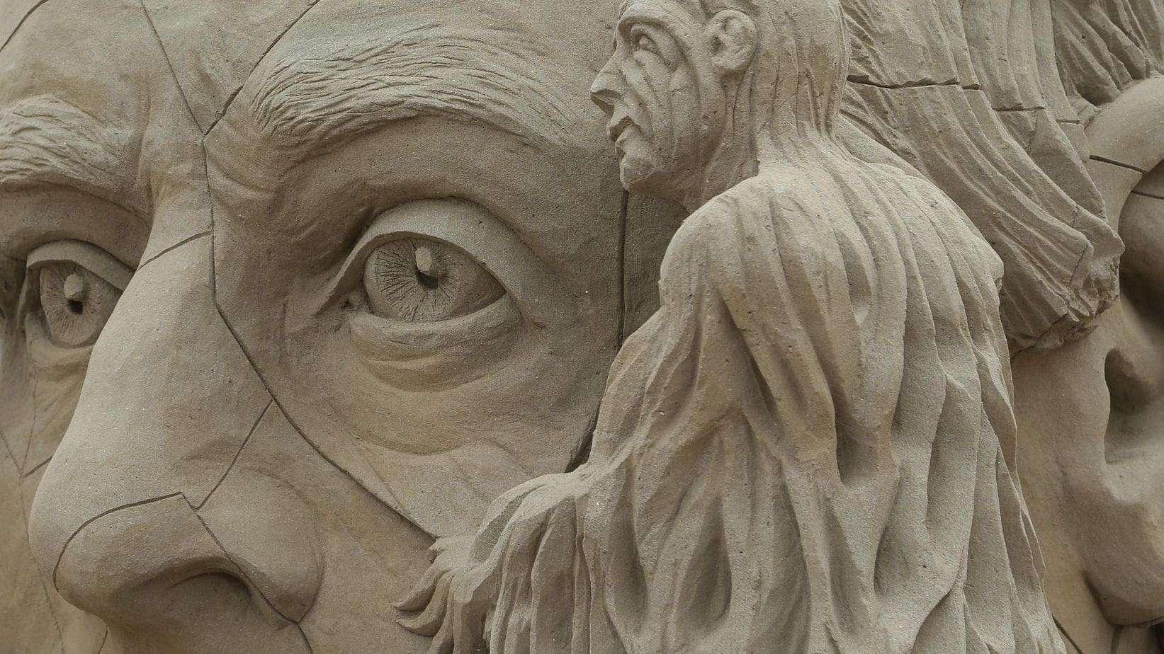 Zandsculpturen in Elburg: hoe leuk is Zandverhalen?